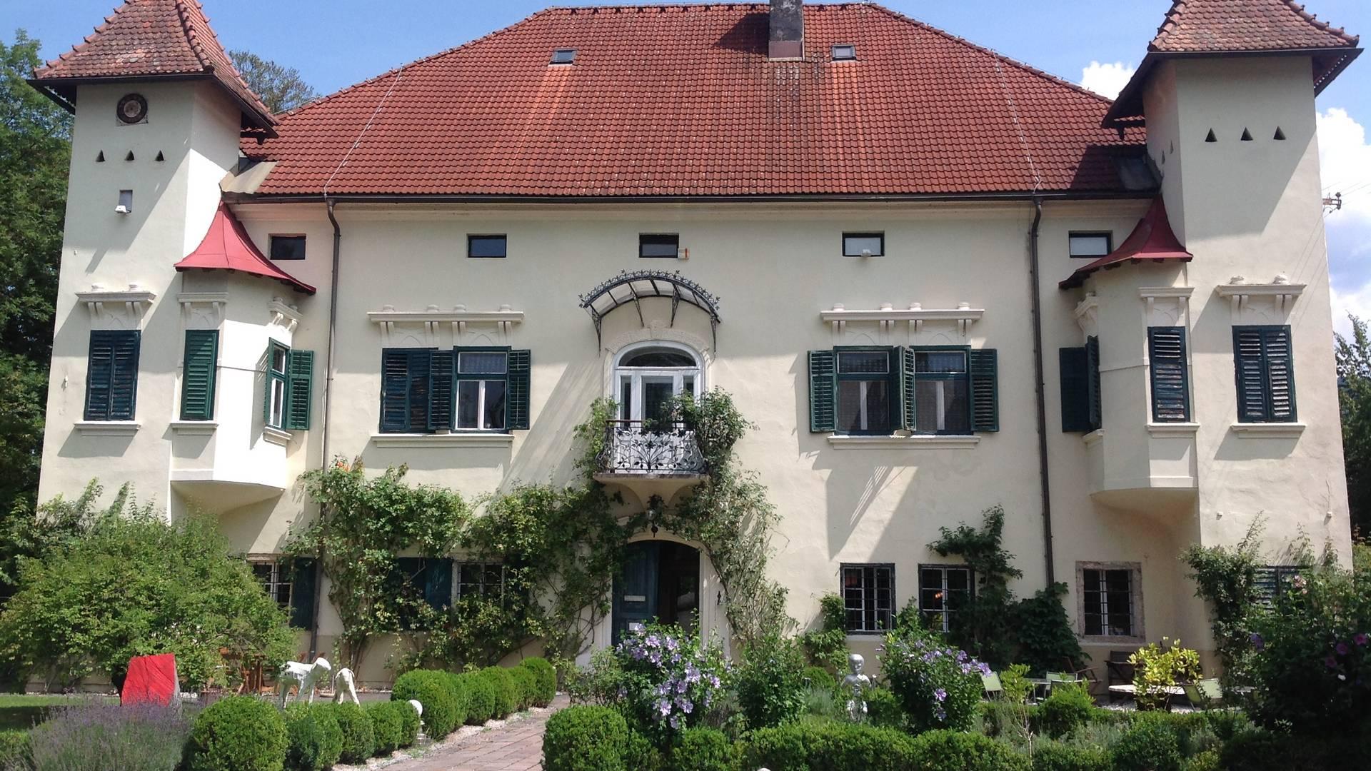 <p>Burgen und Schlösser in Kärnten, Schloss Ebenau, Galerie Walker</p>