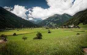In Winklern am Eingang der Nationalpark-Region Hohe Tauern sind abwechslungsreiche Berg- und Wanderferien garantiert.