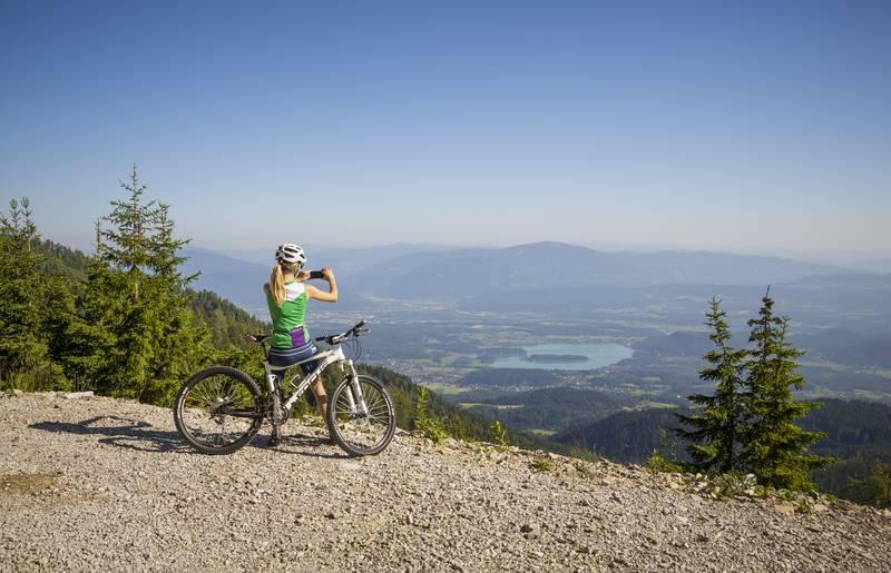 Mit dem Rad auf der Jepzaalm am Faaker See in der Region Villach