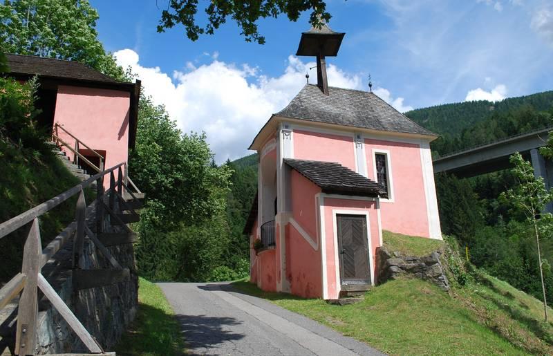 <p>10 Geheimtipps in Kärnten, die geteilte Kirche in Gmünd</p>