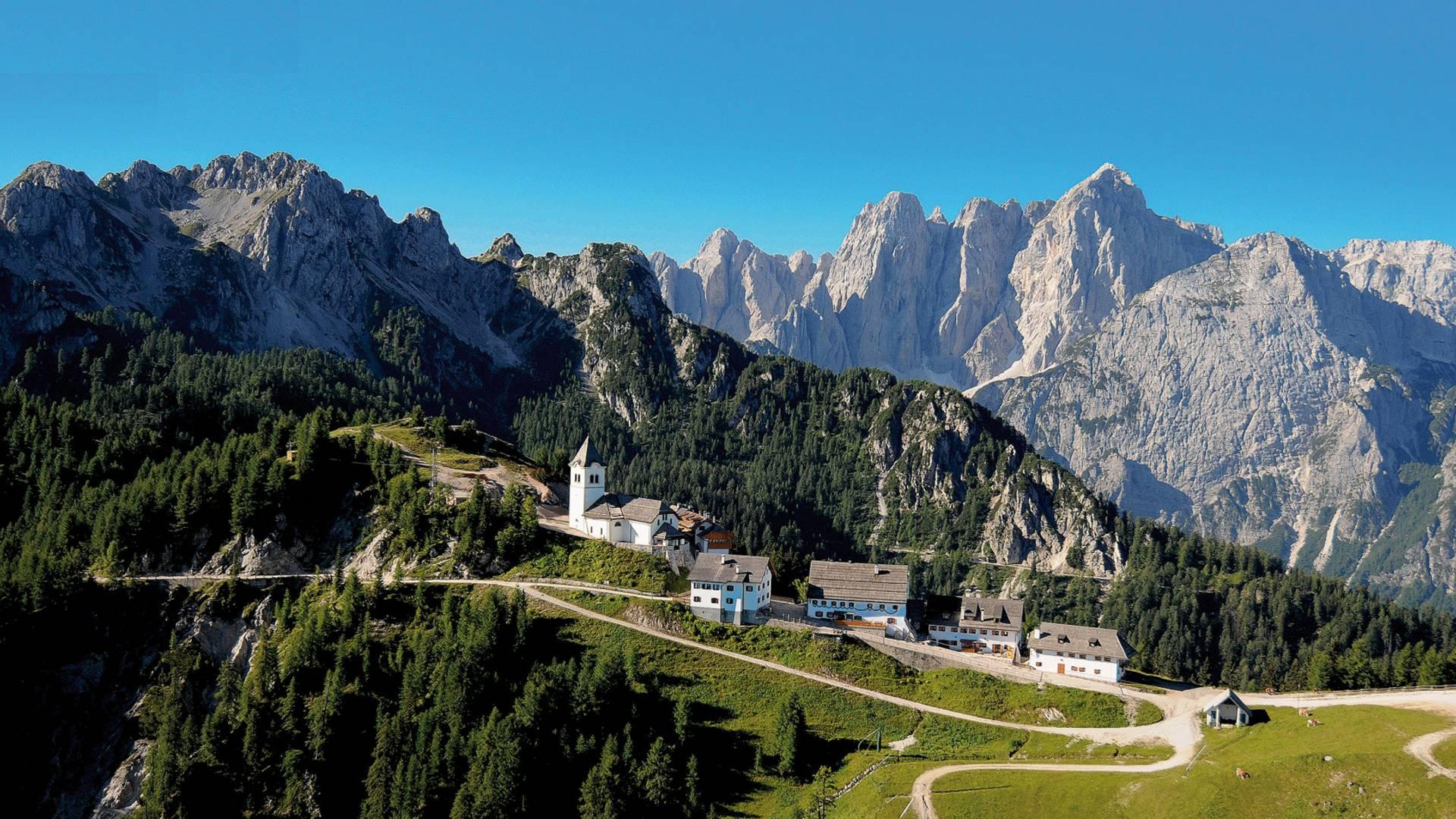 Monte Lussari. Malerischer Wallfahrtsort auf 1.790 m Seehöhe inmitten der Julischen Alpen.