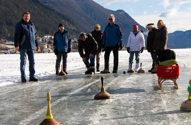 Eissstockschießen am Weissensee