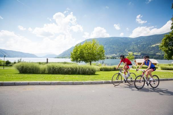 <p>Rennradfahren am Ossiacher See</p>