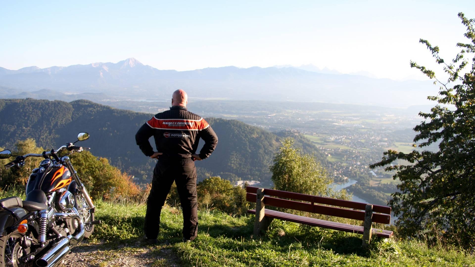 Gerlitzen Alpenstrasse mit Blick auf den Ossiacher See
