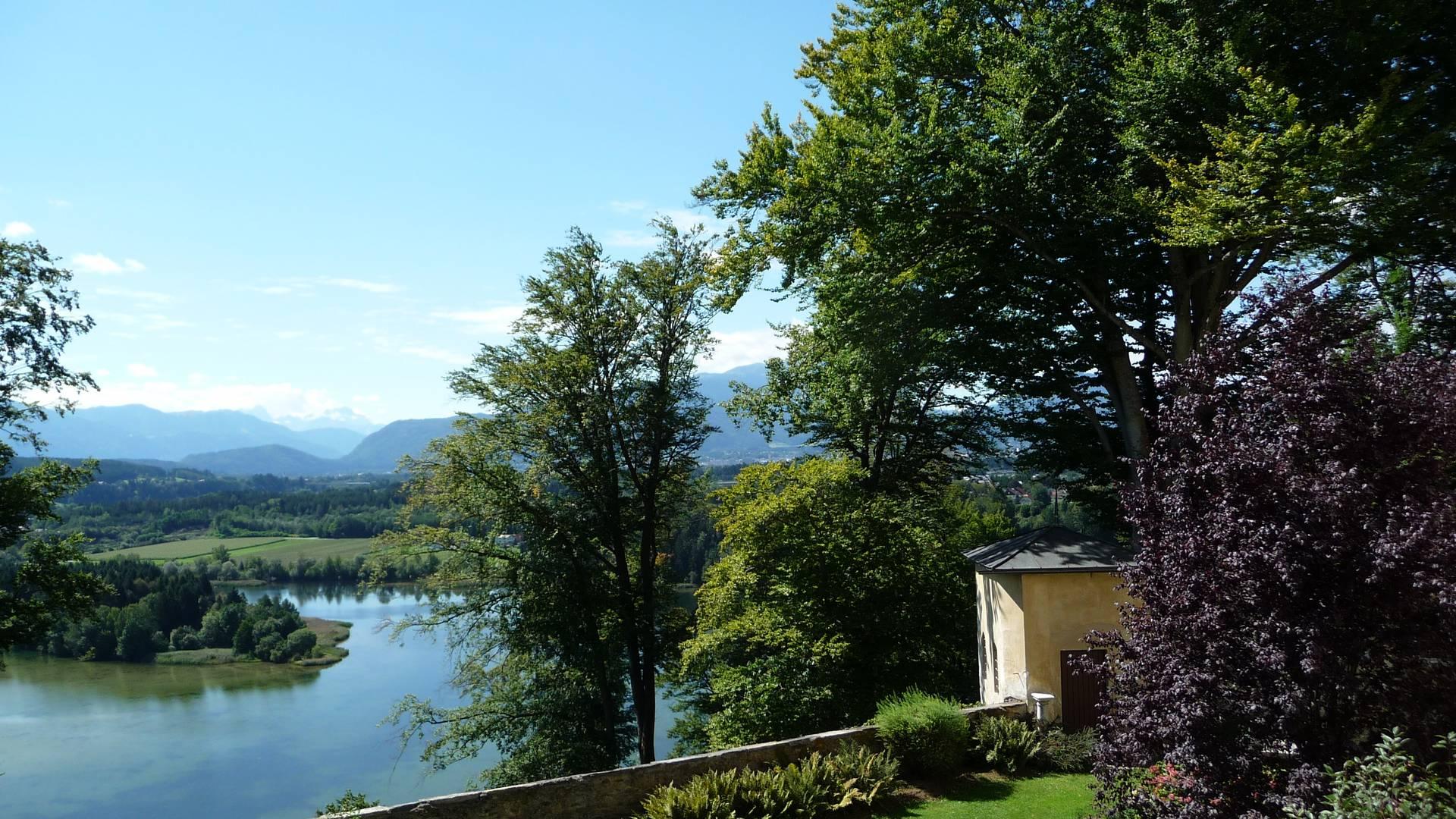 Burgen und Schlösser in Kärnten, Kloster Wernberg, Blick vom Garten zur Drauschleife