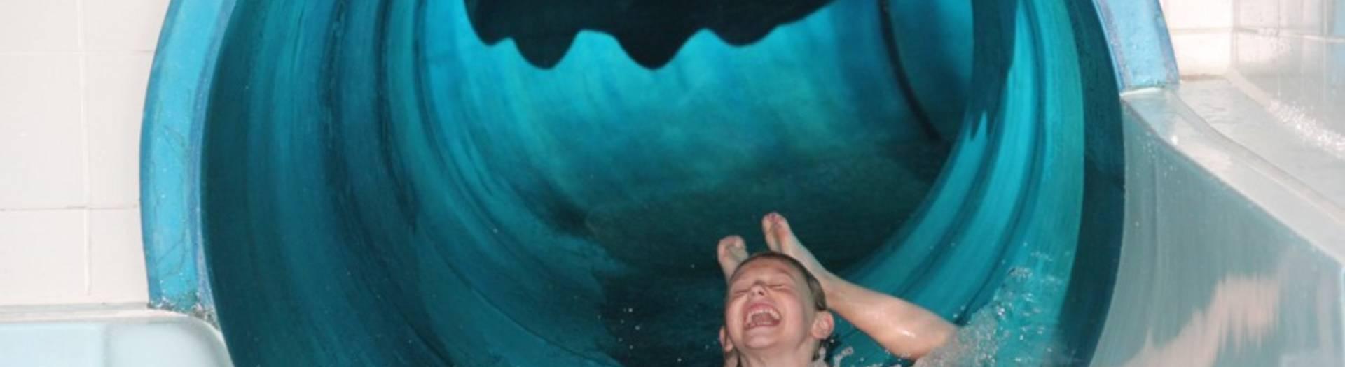 Die 45 Meter lange Röhrenrutsche in der Aquarena Kötschach-Mauthen
