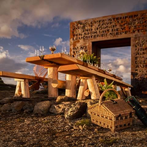 <p>Almtafel am Granattor in der Region Millstätter See</p>