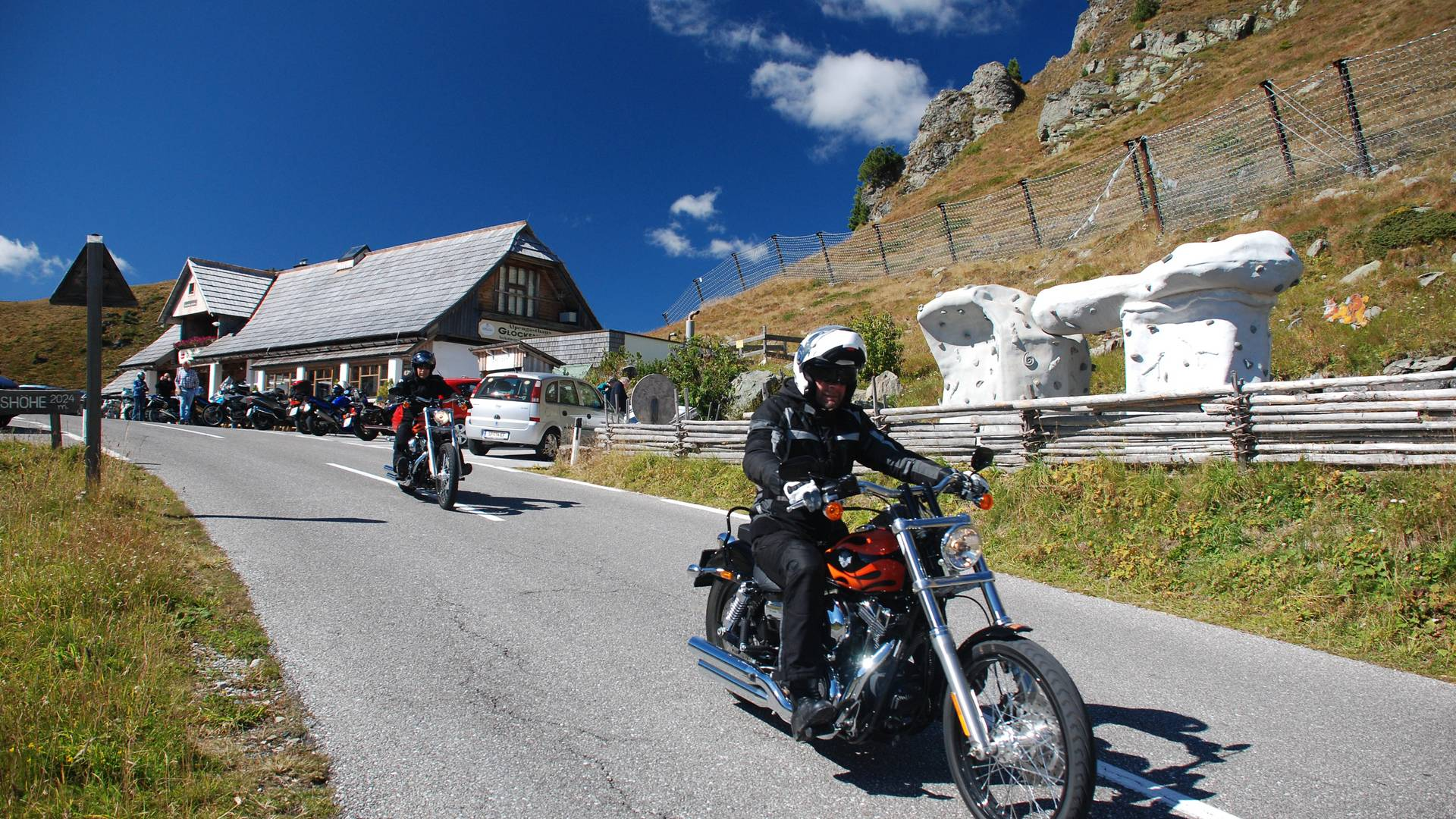 <p>Motorradland Kärnten, Nockalmstraße Glockenhütte, Schiestelscharte</p>