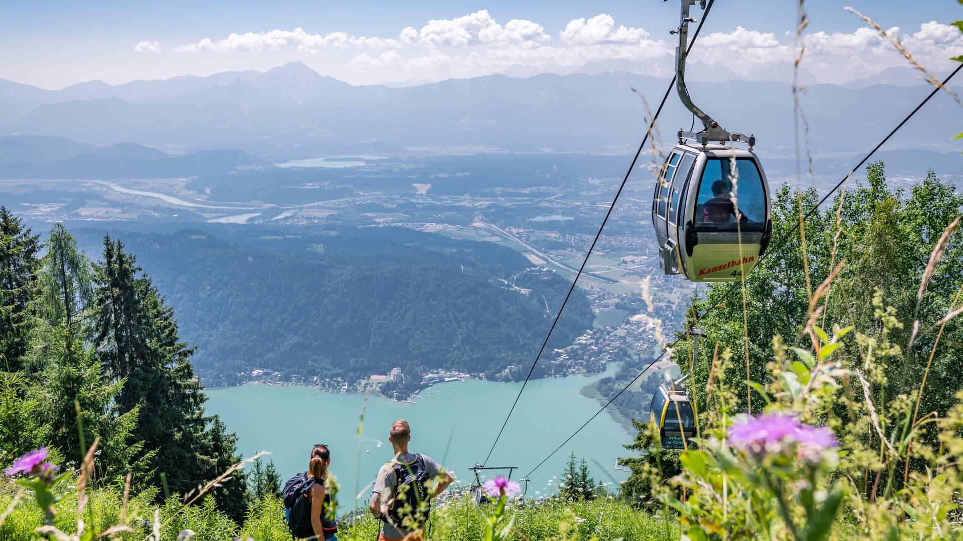 Mit der Gondel hoch über den Ossiacher See in Kärnten