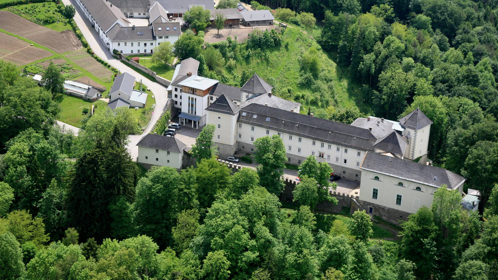 <p>Burgen und Schlösser in Kärnten, Kloster Wernberg</p>