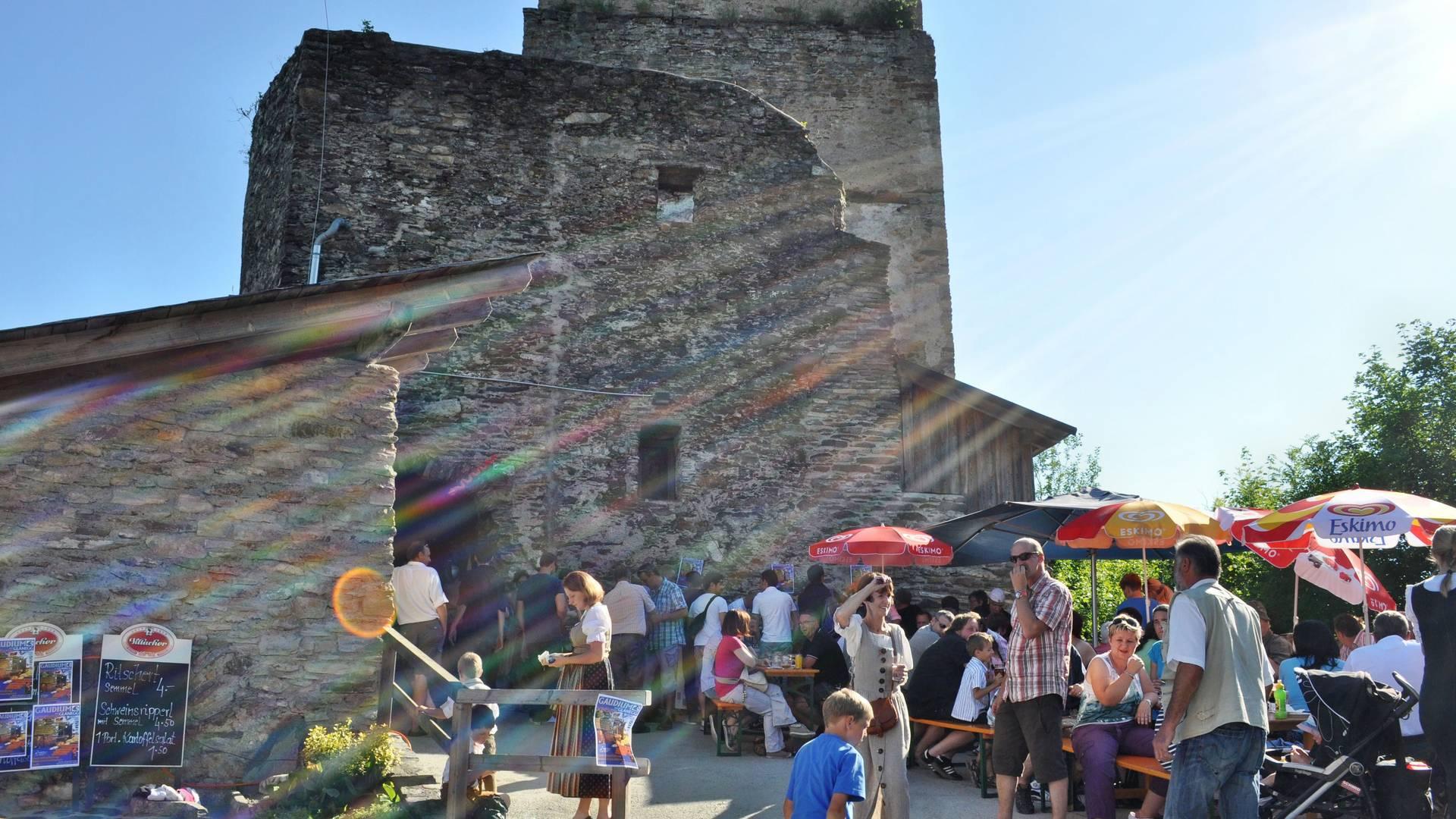 Burgen und Schlösser in Kärnten, Burgruine Glanegg