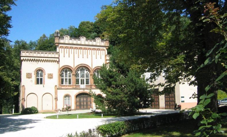 <p>Burgen und Schlösser in Kärnten, Schloss Wolfsberg Reitschule</p>