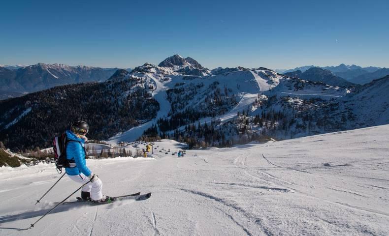 Skifahren auf der Piste.