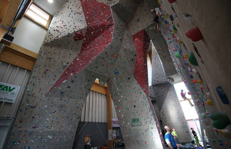 Vorsteigen im Kletterzentrum Wolfsberg