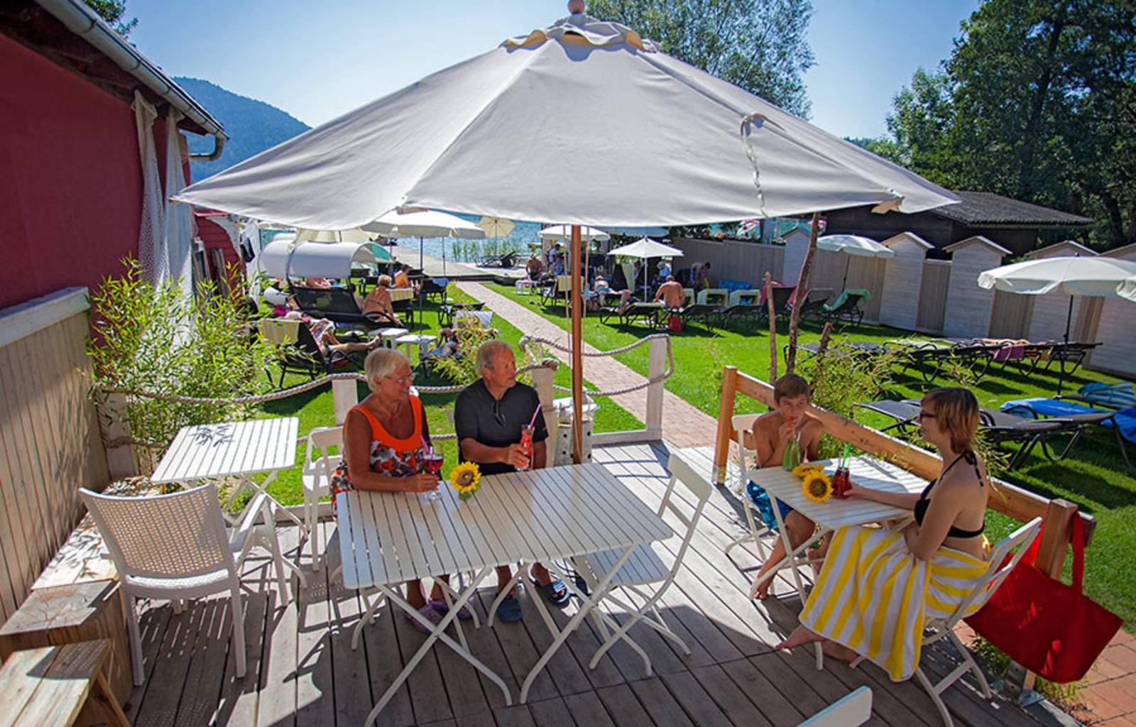 See- und GenussHotel Silvia Terrasse und Strand