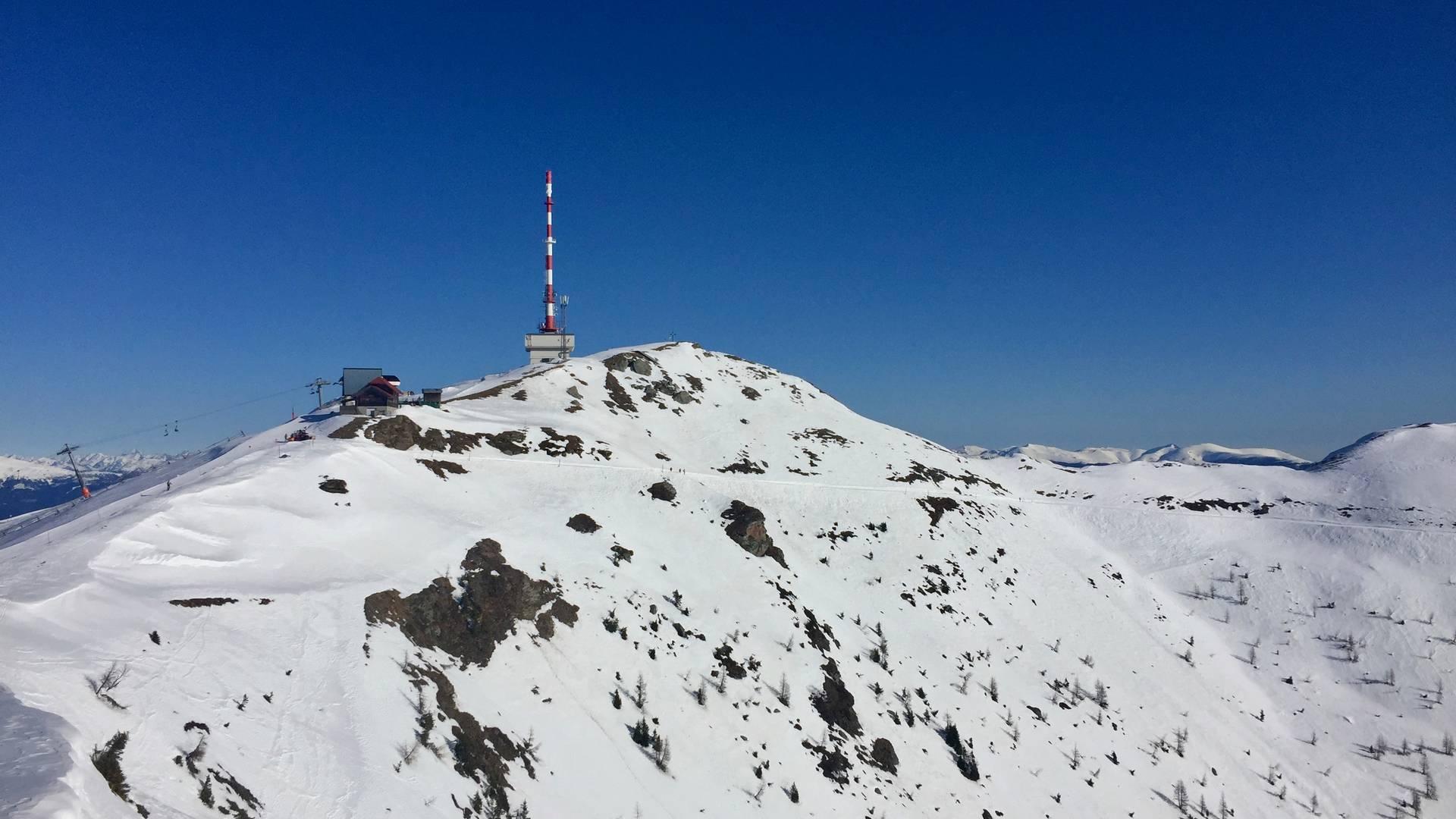 Goldeck-Gipfel mit Sendermasten und Panoramaalm