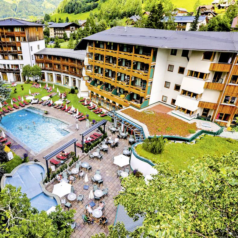 Tennis im Hotel Die Post in Bad Kleinkirchheim_Hotelansicht