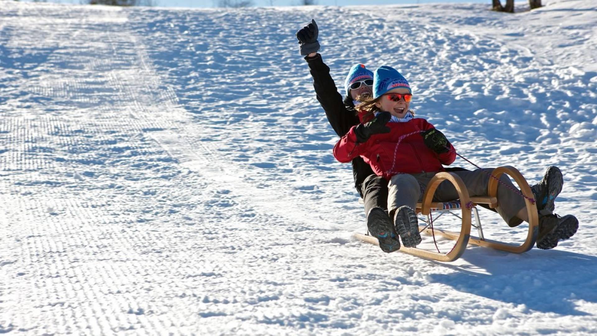 Schlittenfahren - Spaß für Groß und Klein