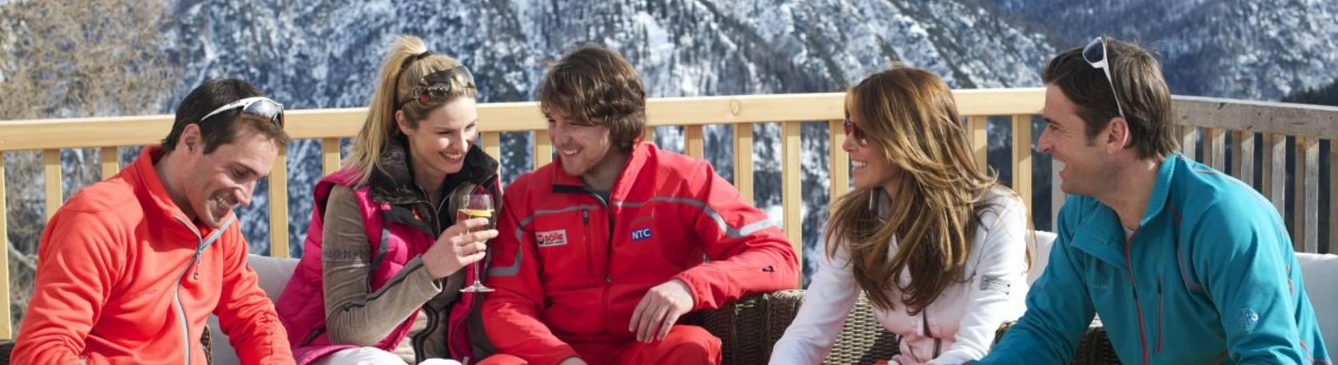 Nach dem Skifahren mit Freunden ins neue Jahr hineinfeiern.