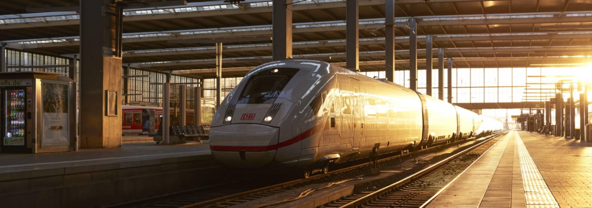 Deutsche Bahn Zug im Bahnhof