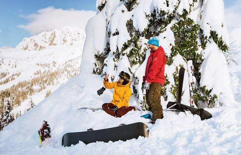 Die schöne Winterlandschaft mit dem Board genießen.